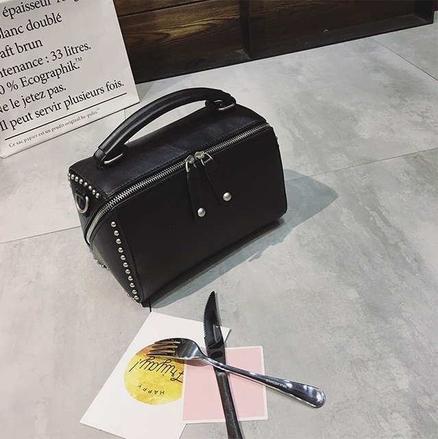 Free shipping, 2017 new fashion handbags, trend square messenger bag, simple Korean version women bag, retro rivets flap.