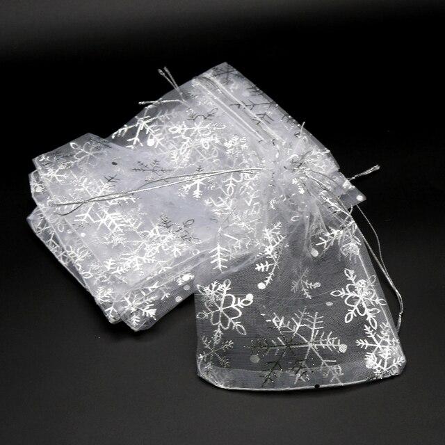 50 pz/lotto Bianco Organza Bags 7x9 10x14 13x18 cm di Natale di Cerimonia Nuziale Della Caramella Regali di Imballaggio borse Fiocco di Neve Con Coulisse Sacchetto Del Regalo Del Sacchetto