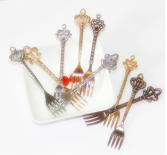 3Pcs/Lot Classical Vintage Cake Forks Kitchen Dining Bar Coffee Small Fruit Sign Dessert Tableware Nickel Gold Red Bronze