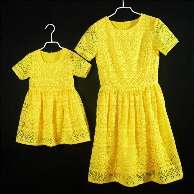 Европейский Американский мода Лето дети девушки формальные партии юбки дети день рождения платье мать и дочь желтый кружева платья