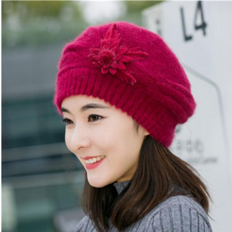 ALLKPOPER Gorro Feminino Hat   Cap Quente Chapéus de Inverno Para As  Mulheres Coelho Malha Floral Caps Skullies Gorros Bonnet Osso Gorro em  Skullies ... 3f7637fd7ee