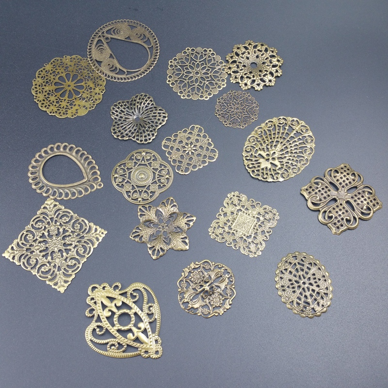20pcs/lot Antique bronze Metal Filigree Flowers Slice Charms base Setting Jewelry DIY Components