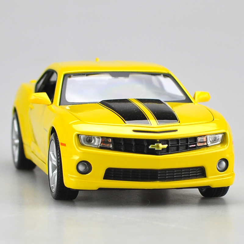 Die-cast Metal Vehicles 1:24 Car Models Coche mkd3 Scale Auto Toys for Children Chevrolet Camaro Yellow Bee Sports Car