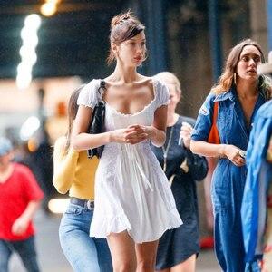 Женское Пляжное Платье bella hadid, белое элегантное кружевное платье трапециевидной формы с открытыми плечами и оборками, вечерние платья в сти...