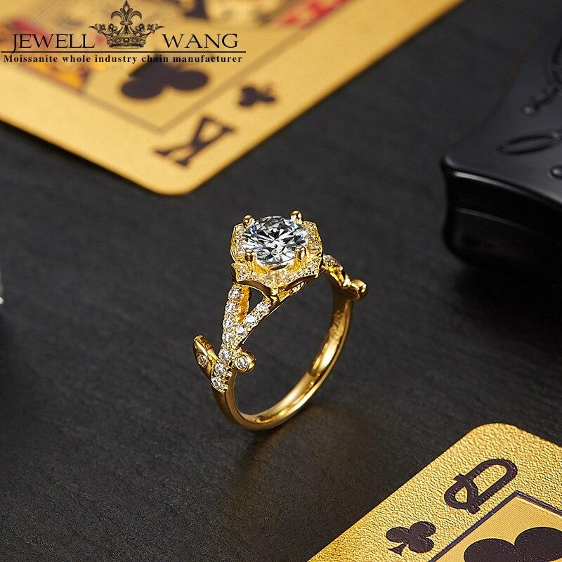 85dd82d7cbc2 Aliexpress.com  Comprar Jewellwang moissanite anillos de compromiso para  las mujeres Original Poker 18 K oro diamante lado 1.0ct Certified vvs1 de  ring for ...