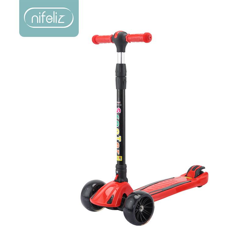 2018 nouveau enfants lumière scooter enfants trois roues pliant vélo curseur flash 3 tours de jouets de plein air 2-15 ans vélo