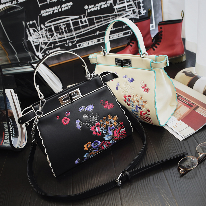 ФОТО Winter new fashion handbags handbags embroidered folk style cat bag Crossbody Bag bag lock