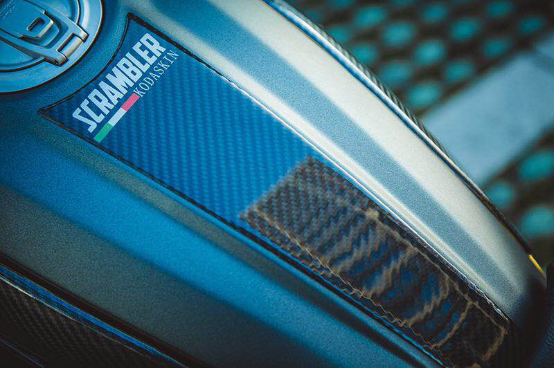 KODASKIN Karburant mbrojtës për rezervuarët e motorëve Sticker Pad Carbon për DUCATI SCRAMBLER