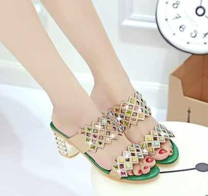 Tasarımcı kadın yaz sandalet kalın topuk platformu takozlar sandalet seksi boncuk terlik Sandalias slaytlar altın siyah yeşil yüksek