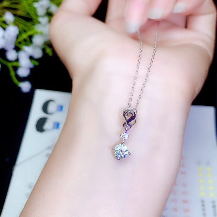 moissanite necklace,Special product: 0.5 carat gemstone, 925 Sterling silver. A Beautiful Lady's Necklace