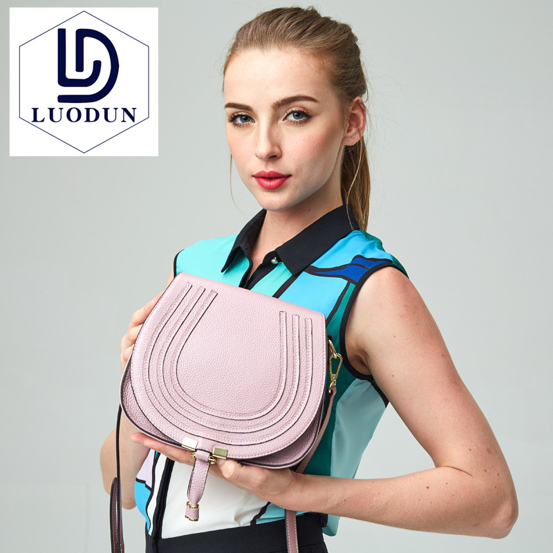 Hot hot fashion brand design ladies leather bag high quality 2018 new ladies handbag first layer leather shoulder Messenger 2017 hot high quality brand baotou layer of cow leather bags the new ms tassel handbag is a 100% leather handbag
