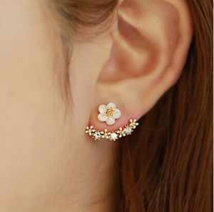 Joyería al por mayor barato nueva moda coreana pendientes de perlas de imitación pequeñas flores de Margarita colgante después de mujer mayor