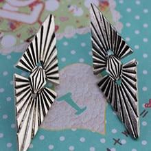 The new popular retro women jewelry wholesale Bohemian girl birthday party stud earrings earrings gift free shipping