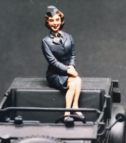 1/35 Resin Figure German Female officer Style VI (no car) Model Kits1/35 Resin Figure German Female officer Style VI (no car) Model Kits