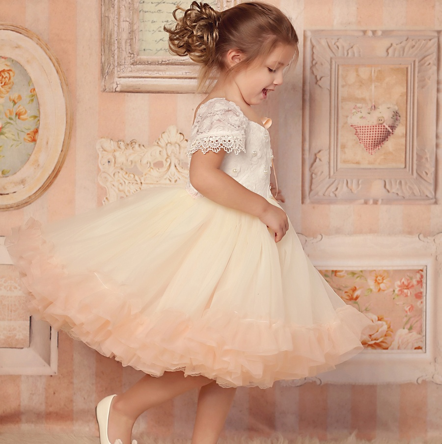 Фото  Pink Color Vestidos dePrimera Comunion Mesh and Lace New Style Short Sleeve Flower Girl Dresses Soft Ball Gown for Weddings2016. Купить в РФ