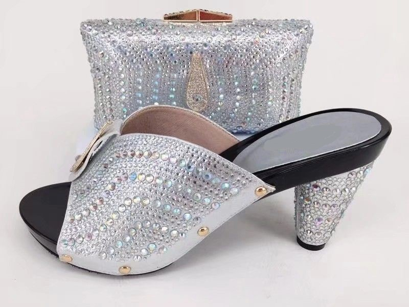 New fashion silver women pumps and bag set with rhinestone decoration african shoes match handbag for dress A1036New fashion silver women pumps and bag set with rhinestone decoration african shoes match handbag for dress A1036