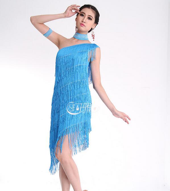 8a27047c8402 Vestito Da Ballo latino Costume Per Le Donne Prestazioni Abiti Frangia  Paillettes Dancewear Oblique Spalla Delle Signore Gonne Da Ballo Latino in Vestito  Da ...