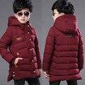 2016 muchachos del otoño abajo cubre la chaqueta de invierno ropa de bebé niños gruesa de algodón acolchado 12-15 años los niños largo encapuchado abajo cubre