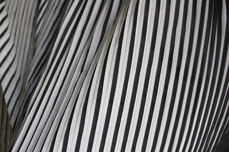 Pleated fabric SilkBlack-and-white Chiffon Fabric Organ Skirt Cloth