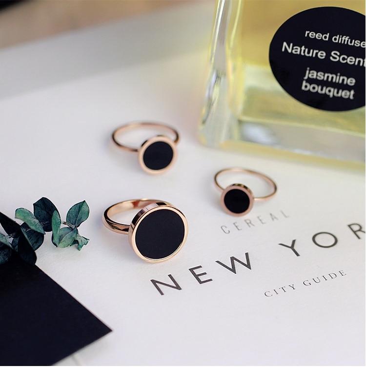 YUN RUO Mode Klasik Hitam Cincin Baja Titanium Naik Warna Emas - Perhiasan fashion - Foto 2