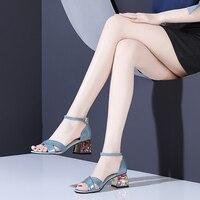 2019 г. женские босоножки Летние сланцы прозрачного пластика, Женские винтажные пляжные сандалии на плоской подошве с пряжкой, большие размер