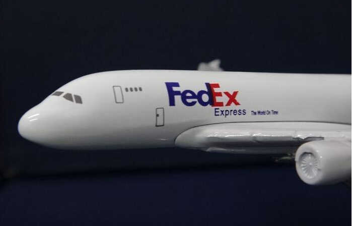 Модель самолета A380 FedEx грузовой самолет A380 16 см сплав моделирование самолет модель для детей игрушки Рождественский подарок