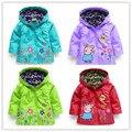 Nuevo 2016 del otoño del resorte de los niños chaquetas para niñas cerdo lindo flores de impresión con capucha a prueba de viento abrigos ropa bebé niños de la chaqueta