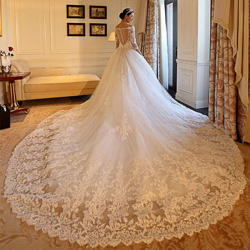 Mingli Tengda Luxury Beaded Wedding Dresses Long Lace Bride Dress 3/4 Sleeve Illusion Wedding Dress V Neck Bridal Gown Cathedral