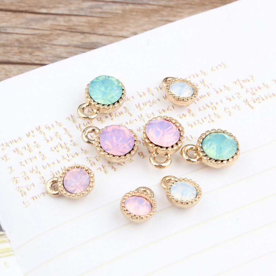 Free Shipping 30Pcs DIY Jewelry Findings Acrylic Jelly Stone Paved Gold Tone Alloy Floating Pendants Necklace Round Charm