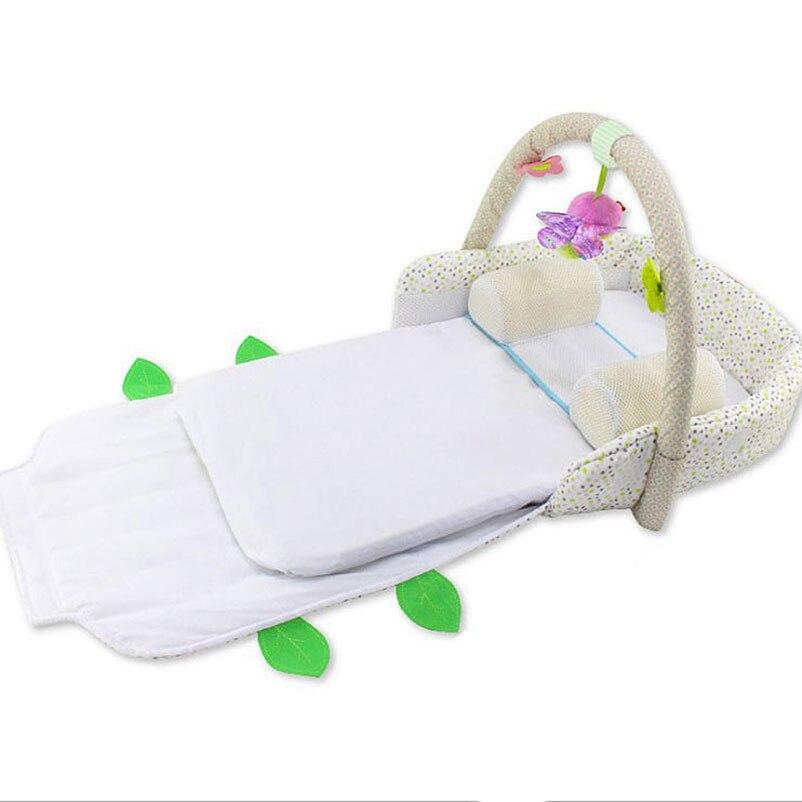 Ruimdenkende Draagbare Baby Opvouwbaar Bed Reizen Crib Met Hoofd Vormgeven Kussen Zachte Matras Fitness Frame Ontwikkeling Speelgoed Mobiele Telefoon Riemen