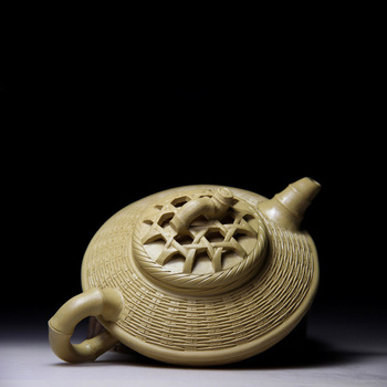 clay pot teapot made of bamboo knitted by a famous clay pot maker. Gifts for teapots and teapots made of purple clay