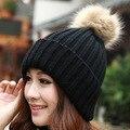 2016 Nuevo Sombrero Femenino Clásico de Punto Faux Fur Pompones Mujeres Tocado Cap Head Warmer mujeres Sombreros de Invierno Skullies gorros