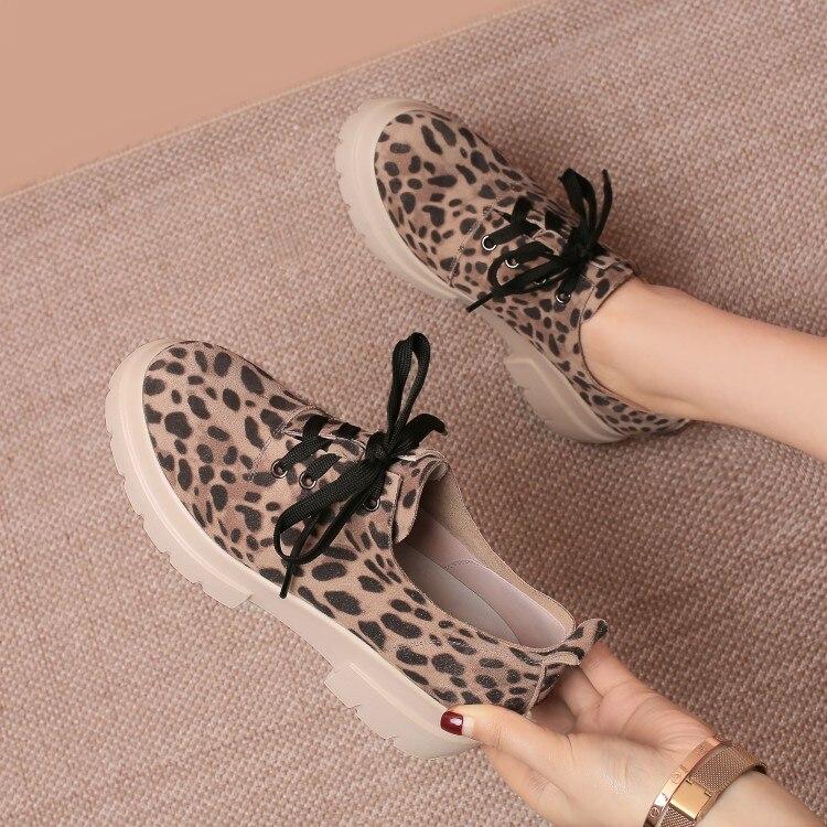MLJUESE 2018 modne trampki krowy zamszowe wiązane buty jesień wiosna leopard kolor buty wulkanizowane platforma trampki rozmiar 34 42 w Damskie buty z gumową podeszwą od Buty na  Grupa 1