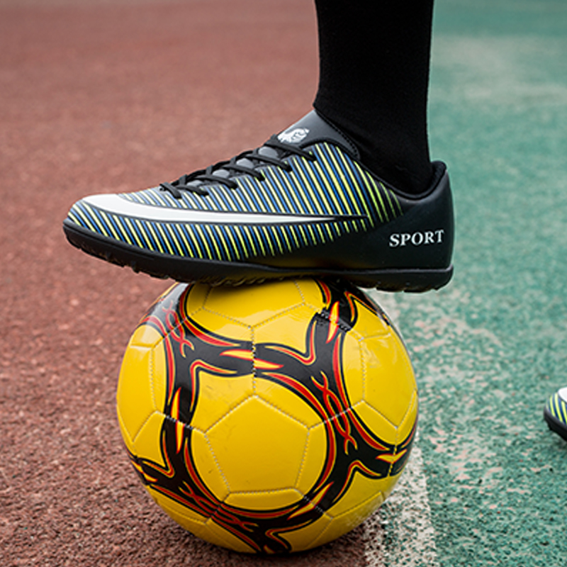 Soccer Shoes For Men Turf Football Boots Child Breathable Cheap Soccer Cleats Male Football Sneaker Light Mens Soccer Shoes