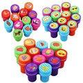 12 PCS Desenho Crianças Brinquedos Do Bebê Brinquedos Engraçados para Crianças Fontes do Partido de Aniversário carimbos Auto-Selo Dos Desenhos Animados para Crianças brinquedos HH01