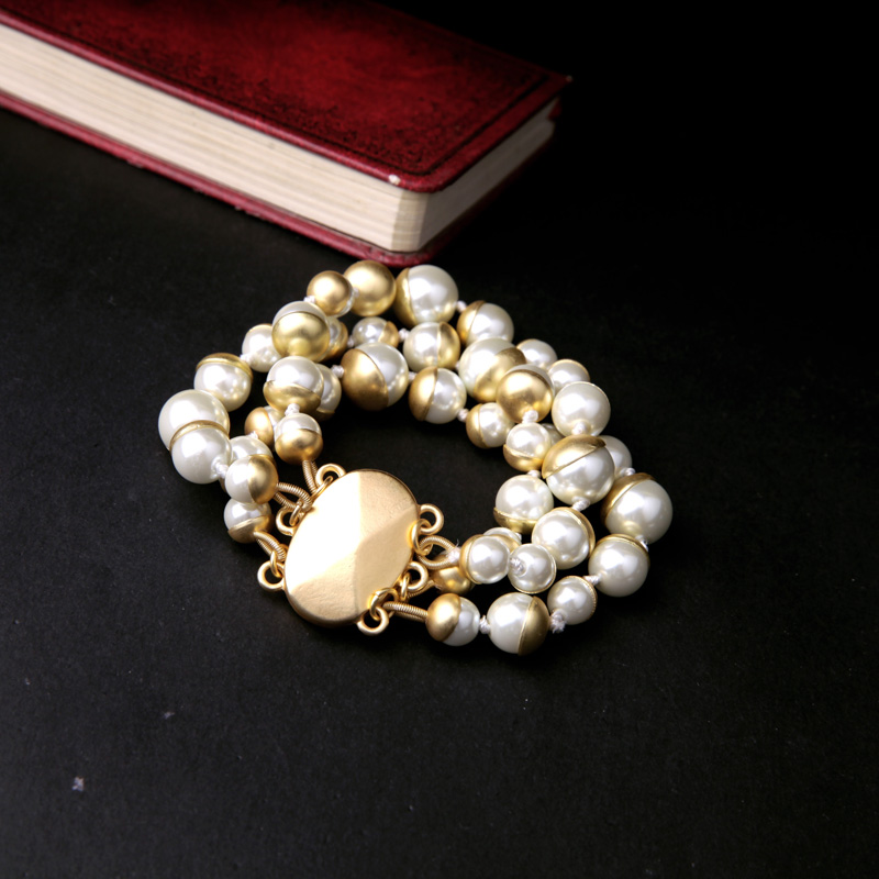 Chunky Trendy Jewelry For Elegant Ladies Vintage Simulated Pearl Matte Gold Bracelet Magnet Clasp Beaded Bracelet Bangles