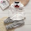 2017 Coreano Conjuntos de Roupas de Bebê Menino meninas crianças Bow tie Camisetas vidros dos desenhos animados + calças de algodão crianças cardigan duas peças terno