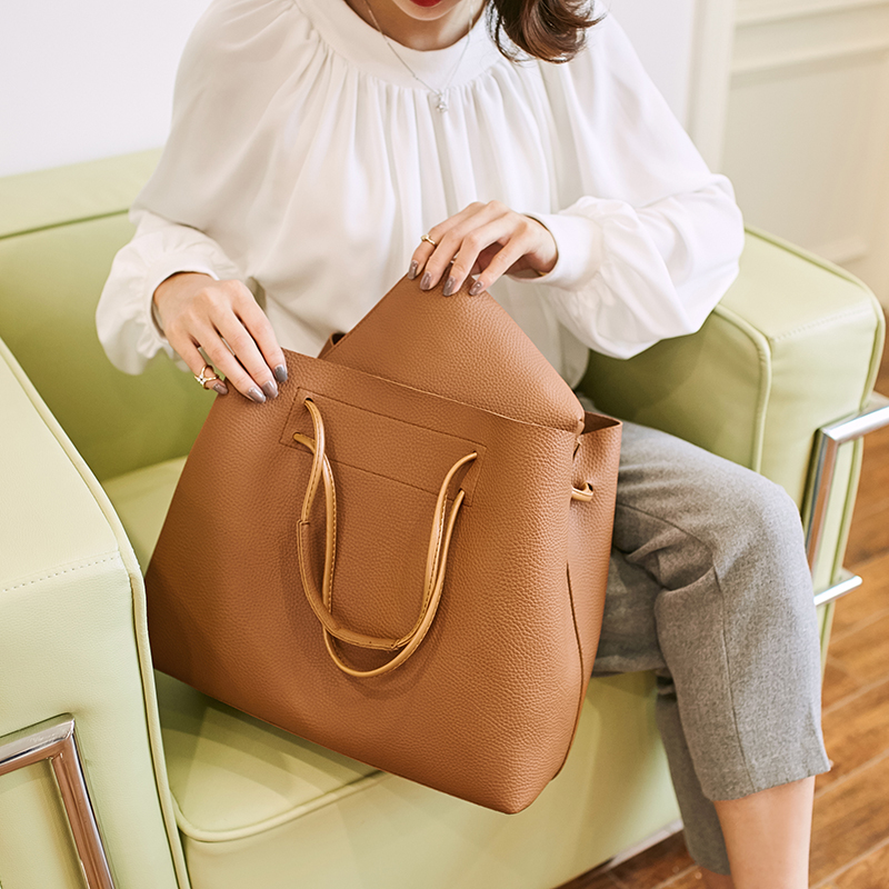B 2019 on the new bucket bag Korean version of the wild handbag large-capacity shoulder bag Messenger bagB 2019 on the new bucket bag Korean version of the wild handbag large-capacity shoulder bag Messenger bag