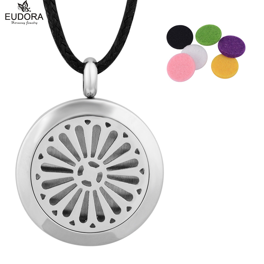 2018 New Essential Oil Diffuser Perfume Lockets Stainless Steel Aromatherapy Lockets 25MM Round Locket Necklace with Felt Pads