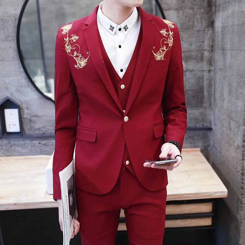 أحدث تصميم 2018 الزفاف حفلة موسيقية الذهبي نمط وسيم بورجوندي أسود العريس البدلات الرسمية الذهب التطريز 3 قطعة يتأهل رجل الدعاوى-في بدلة من ملابس الرجال على  مجموعة 1