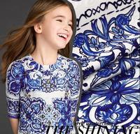 Bonito azul e branco da porcelana 2015 9a11c jacquard tecido de seda de impressão tecido fresco difícil local escuro