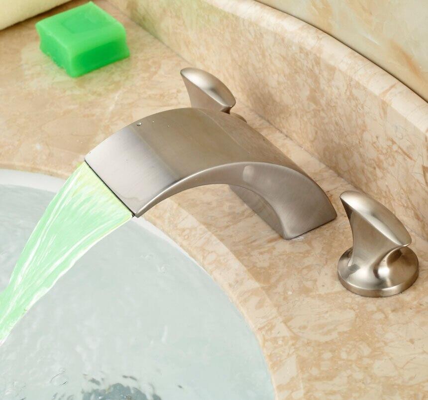 Двойной Ручки водопад Ванная комната раковины кран светодиодные Deck Mount 3 отверстия смесителя Матовый Никель готовой