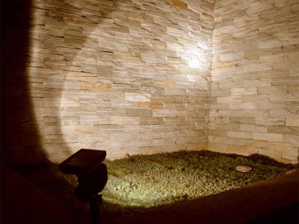 2 шт./лот светодио дный Солнечный свет прожектора Водонепроницаемый Открытый Солнечный Безопасности Настенные светильники пейзаж точечные светильники для Двор Сад теплый белый