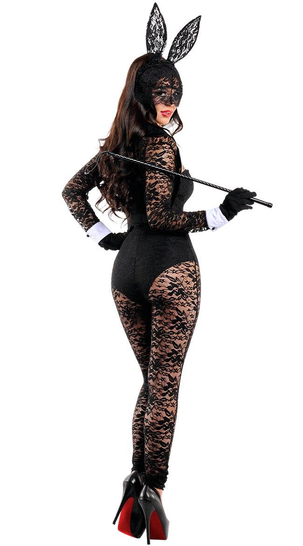девушки в костюмах зайцев люди подходят