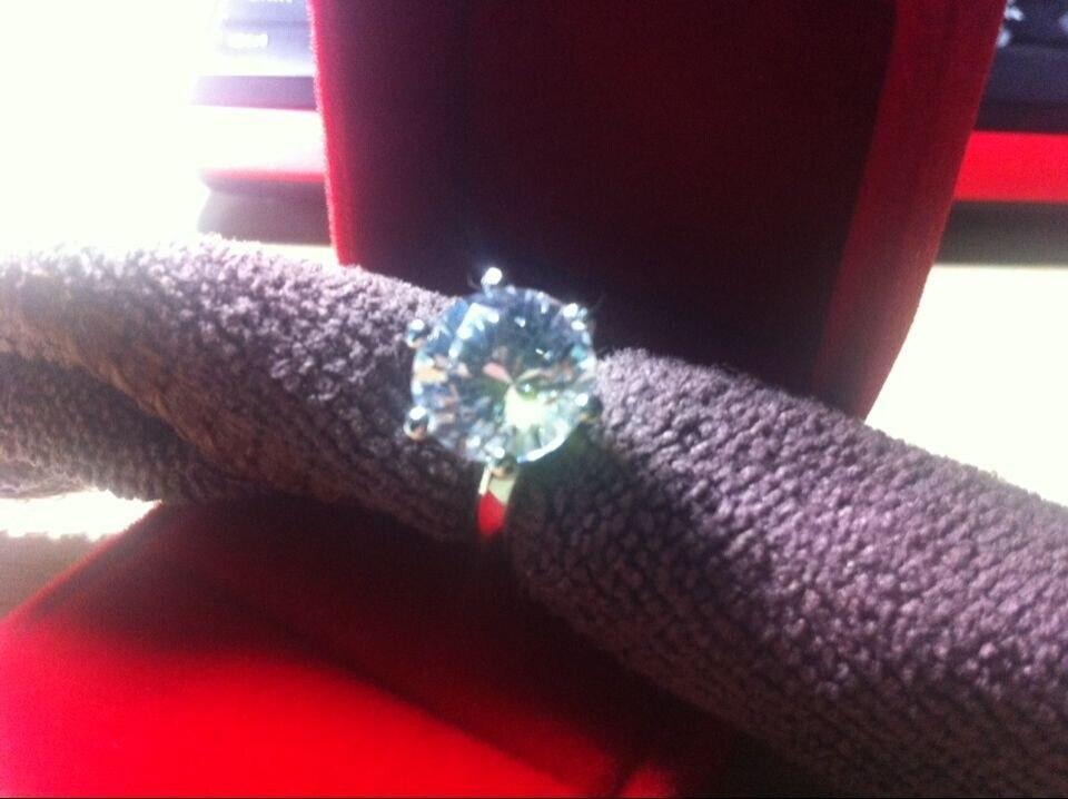 Gran Piedra marca estilo 6CT ronda de diamantes, anillo de compromiso, anillo de Plata de Ley 925 anillo de plata blanco cubierta de oro-in Anillos from Joyería y accesorios    2