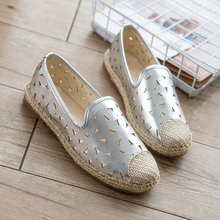 Hot-selling New Fashion Hollow Lace Shoes  A Pedal Flat  Women Shoes 4 Colors Loafers Slip on Women's Flat