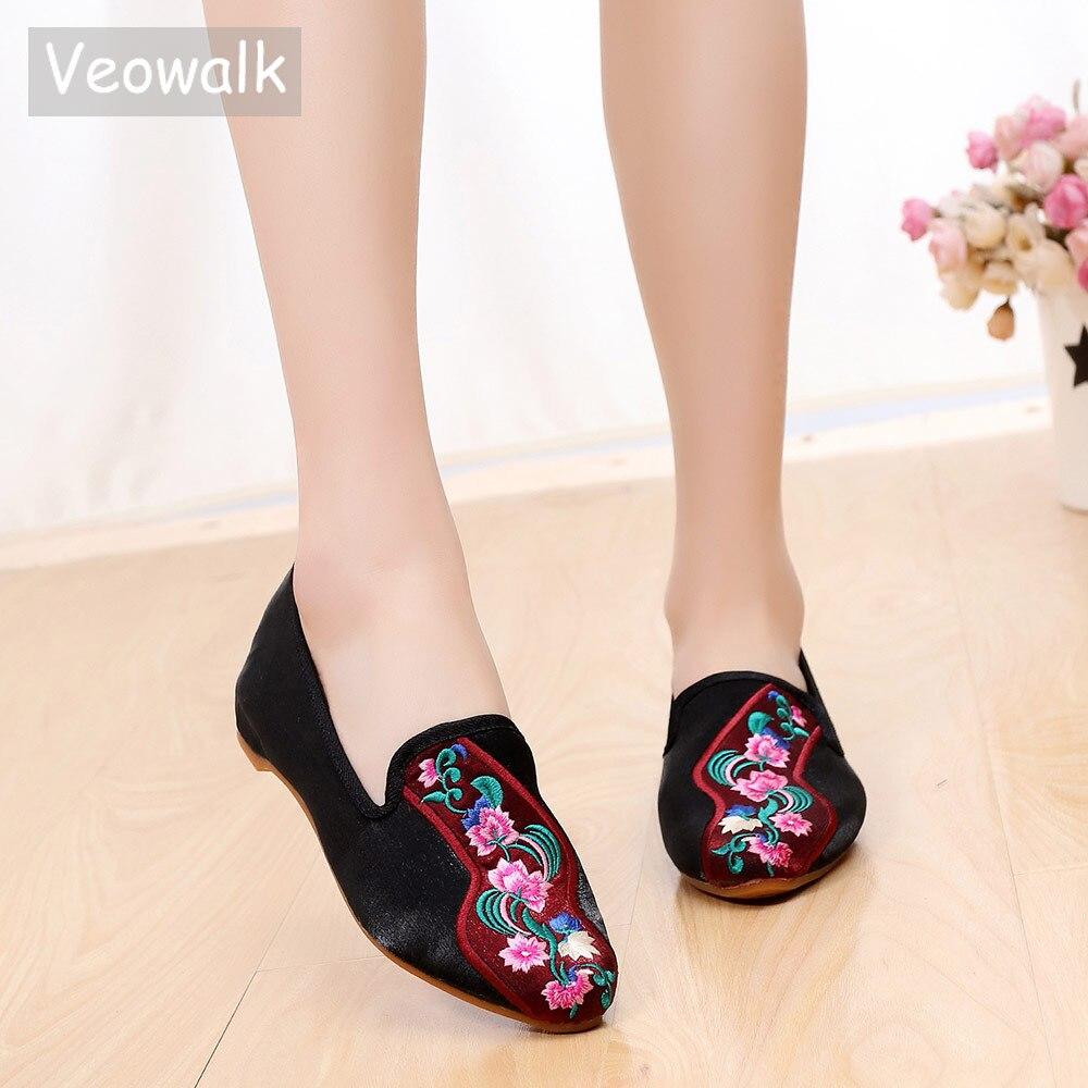 Veowalk Retro Blumen Bestickt Frauen Baumwolle Stoff Faulenzer Spitz Slip Auf Alten Peking Flache Schuhe Für Elegante Damen