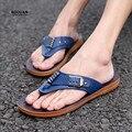 Koovan chinelos homens Novo 2017 Sapatos Masculinos Da Moda Sandálias de Metal Casual Homens Chinelos de Praia Slides Flip-Flop
