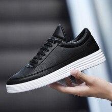 Zapatillas de deporte con plataforma para hombre, zapatos informales de cuero negro, cómodos para caminar, blanco de primavera, 2020