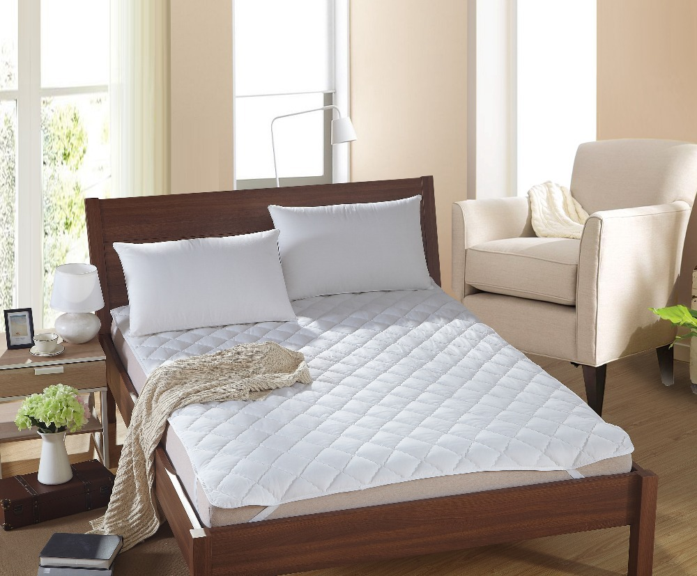 White Bed Protection Pad Quilted Mattress Protector Hotel